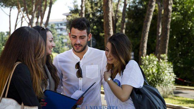 Trovare lavoro, la laurea è utile
