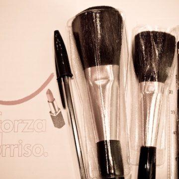 Il make up contro gli effetti del tumore al seno: la forza e il sorriso