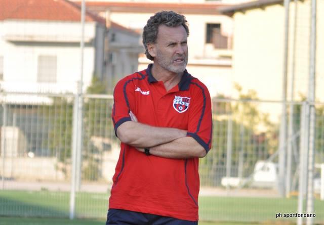 L'allenatore dell'Unicusano Fondi, Sandro Pochesci