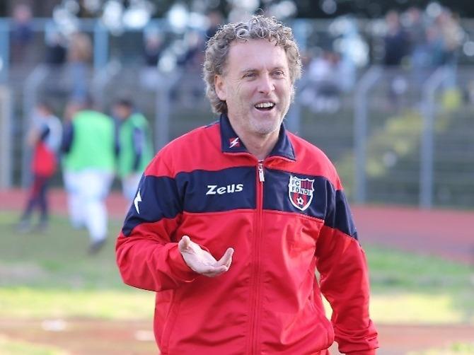 Il tecnico dell'Unicusano Fondi Calcio, Sandro Pochesci